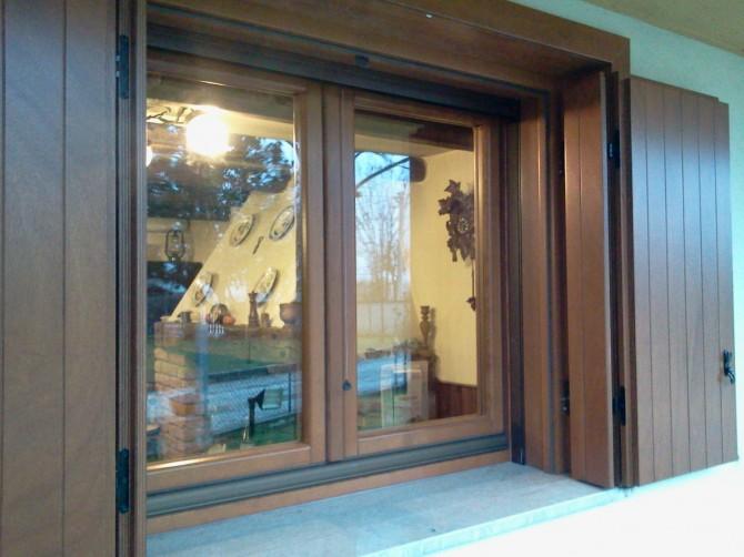 Scuri in legno serramenti in legno boschello - Cerniere per finestre in legno ...